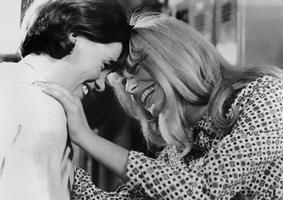 Helen Fraser et Catherine Deneuve dans «Répulsion» en 1965.
