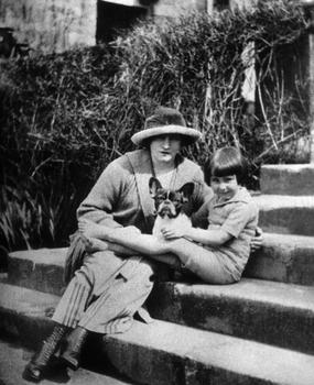 Colette et sa fille dite «Bel-Gazou» vers 1918.