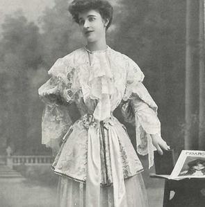 Modèle illustrant les pages du numéro du «Figaro-Modes» de décembre 1903.