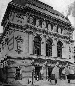 La façade de la salle Favart reconstruite par Louis Bernier et inaugurée en 1898.