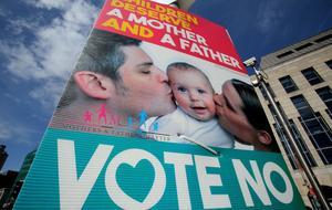 «Les enfants méritent une mère et un père», peut-on lire sur cette affiche de campagne en faveur du «non».