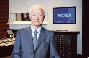 Le PDG d'EssilorLuxottica déclare la guerre au patron français du groupe