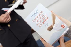 A la fin du stage, un livre «Comment ne plus avoir peur en avion» (Le Livre de Poche) est rémunéré à chaque «stagiaire». Crédit-photo: Air-France.