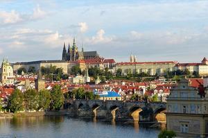 Vue matinale sur Prague et son château (au fond) . (Crédit: Roman Boed/ Flickr/CC)