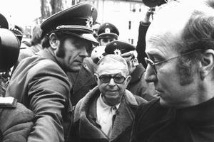 Jean-Paul Sartre rend visite à Andreas Baader en prison.