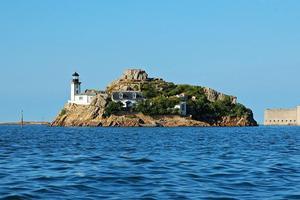 Le phare de l'île Louët et le château du Taureau (G. Lecuiller/Région Bretagne)