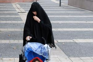 Souad Merah, vêtue d'un voile noir, ici en décembre 2012 à Toulouse.