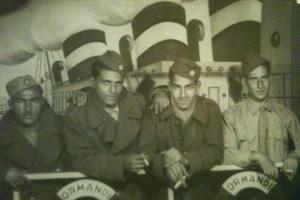 Jacob est le frère du grand-père de la romancière. (deuxième à gauche en partant de la droite)