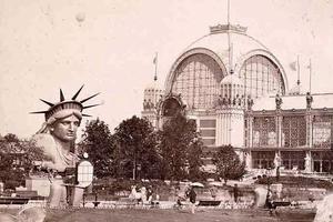 Présentation de la tête de la Statue de la Liberté lors de l'Exposition universelle de 1878 à Paris.