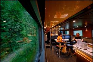 Le bar du train Toronto-Vancouver.