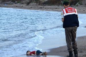 Le corps d'Aylan Kurdi s'est échoué mercredi matin. Quelques mètres plus loin se trouvait également le corps de son frère aîné Galip.