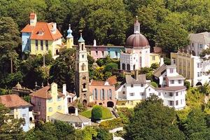 Potmeirion au Pays de Galle, un fantasme de village italien.