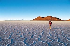 Le salar d'Uyuni, un vaste désert de sel.