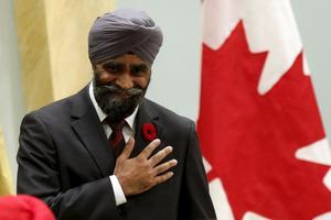 Le nouveau ministre de la Défense, Harjit Singh Sajjan, de confession sikh, est né en Inde et est parti combattre en Afghanistan sous le drapeau canadien.