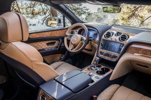 L'atmosphère de l'habitacle de cette nouvelle Bentley est toujours celui d'un salon anglais. La finition ne souffre aucune critique.