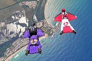 Le wingsuit, une combinaison aux allures d'oiseau.