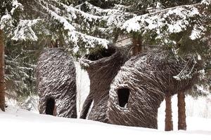 Les tours vrillées de Patrick Dougherty sont faites de tiges tressées, de saule.