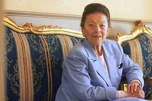 Edmonde Charles-Roux a été la première à raconter la vie mouvementée de Coco Chanel.