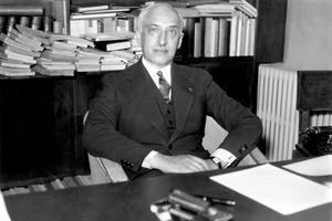 L'écrivain Maurice Maurois (1885-1967), pseudonyme littéraire d'Émile Herzog.