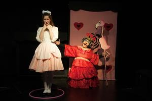 Alice au pays desmerveilles à la Folie Théâtre(XIe).