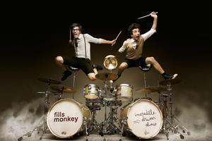 Le duo de batteurs survoltés des Fills Monkey.