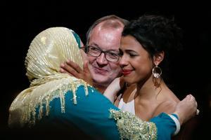 Philippe Faucon avec les deux actrices principales de Fatima: Soria Zeroual et Zita Hanrot.