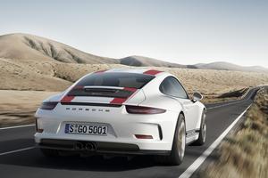 La 911 R se dispense du disgracieux aileron arrière de la GT3 RS.