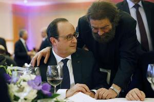 François Hollande avec l'écrivain Marek Halter, lors du dîner du Crif, en février 2015.