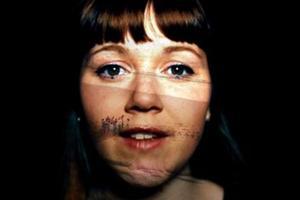 Manon Tanguy dans le clip <i>Autistik</i>.