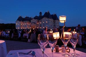 Les samedis àpartir du 7 mai, soirées auxchandelles jusqu'à minuit àVaux-le-Vicomte (77).