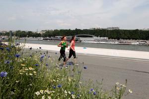 Rive gauche, les Berges de Seine offrent 2,3 km sans circulation aux joggeurs.