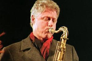Bill Clinton a raté sa carrière de musicien. Le 2 Novembre 1992, juste avant son élection. (Crédit: AFP/Timothy A. Clary.)