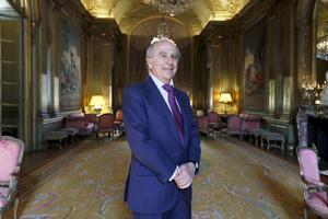 L'ambassadeur d'Espagne Ramon de Miguel, dans l'un des salons de l'ambassade d'Espagne à Paris.