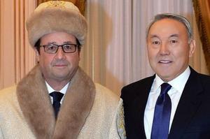 Le chef de l'Etat avec son homologue Kazakh.