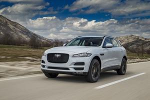 Sur les routes sinueuses, le 4 x 4 Jaguar révèle une belle agilité.