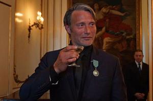 L'acteur Mads Mikkelsen vient de recevoir la distinction française.