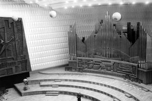 Maison de la Radio, décembre 1963: la salle de concert avec l'orgue.