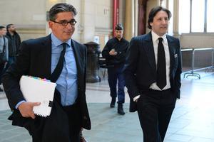 Arnaud Mimran (à droite) avec son avocat Jean-Marc Fedida, le 25 mai 2016 au tribunal de Paris.