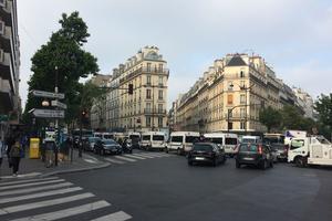 Une dizaine de cars de CRS étaient postés avenue de Saint-Ouen, au niveau de la station de métro Guy Moquet. DR.