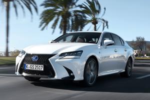 Une Lexus GS 300h luxueuse et sobre.