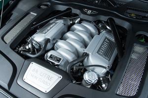 Le V8 biturbo de 6,75 l de cylindrée assure une inépuisable ressource.