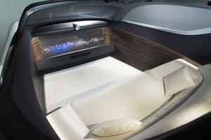 Le système de conduite autonome dispense de la présence du volant.