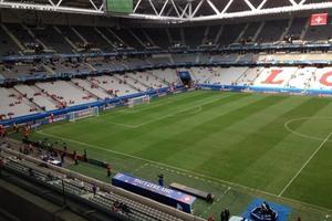 La pelouse deux heures avant le début du match France-Suisse.
