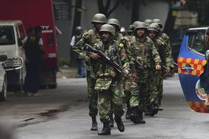 Les forces de sécurité du Bangladesh ont déployé un important dispositif pour sécuriser la zone assaillie par les islamistes.