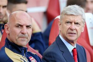 Steve Bould (à gauche) est l'entraîneur adjoint d'Arsenal depuis 2012.