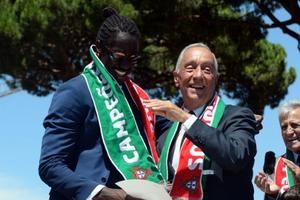 Eder avec le président du Portugal Marcelo Rebelo de Sousa.