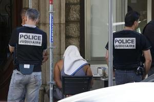 Un homme interpellé samedi 16 juillet à Nice. REUTERS/Eric Gaillard