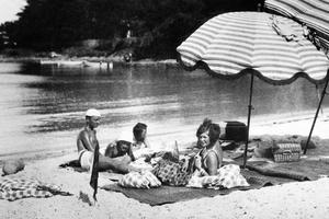 Gerald et Sara Murphy sur la plage de la Garoupe.