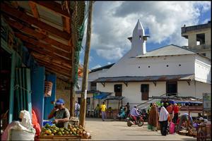 Le marché de Chake-Chake (la capitale de Pemba) déborde de vie, de couleurs et senteurs.