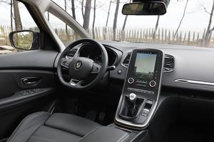 Un tableau de bord au modèle des dernières Renault.